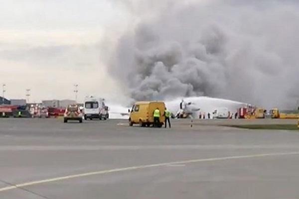 Шереметьево закрыли из-за горящего самолёта