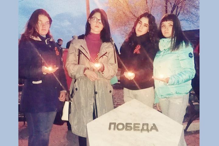 В Хакасии студенты СТЭМИ зажгли Свечу памяти