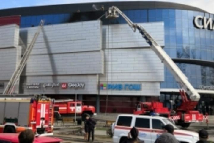 Пожар в торговом центре: эвакуировано две тысячи человек