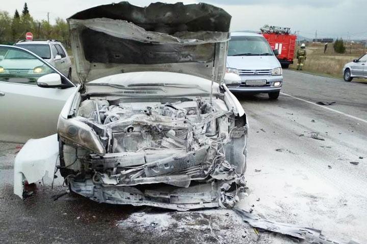 Горящая Camry и рассеченная бровь: подробности аварии возле Кайбал