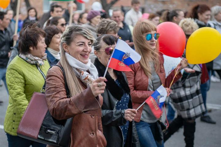 Рекордное количество человек в Хакасии вышли на Первомайское шествие