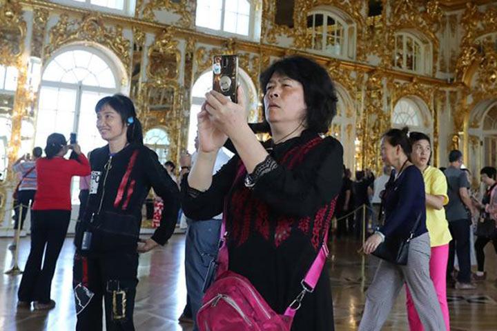 Лето 2019: Китайские туристы отдыхают на зависть бедным русским