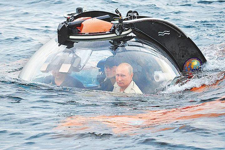 Владимир Путин совершил погружение на батискафе