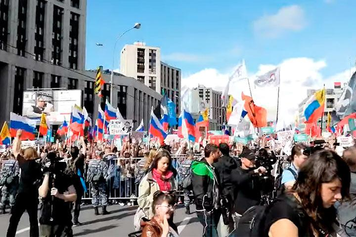 На митинге за допуск независимых кандидатов к выборам в Мосгордуму прошли задержания
