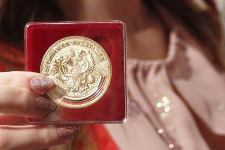 В Госдуме решили поднять престиж золотой школьной медали