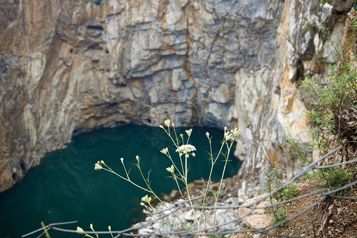 Работы по подъему тела утонувшего аквалангиста в Хакасии приостановлены