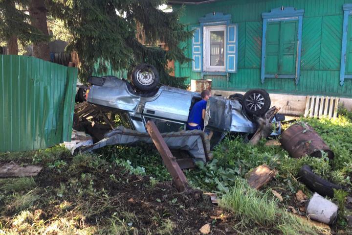 """В Хакасии """"две пьяные колбасы"""" перевернулись на авто"""
