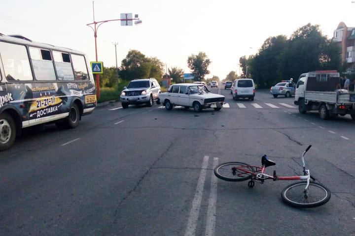 В Абакане юный велосипедист угодил под колеса «шестерки»