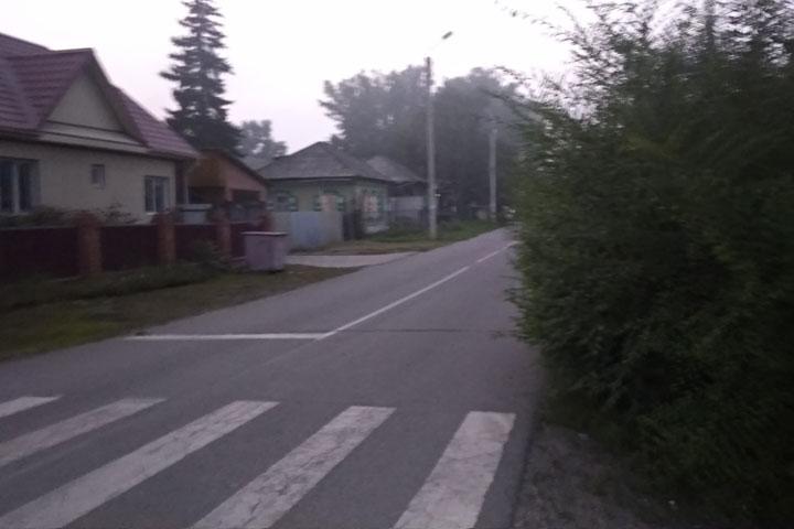 Улицы Абакана: зачем нам гранитные бордюры, если дороги не видно?