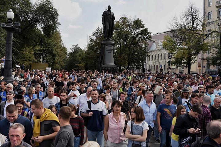 Активисты в центре Москвы собрались на несогласованную акцию