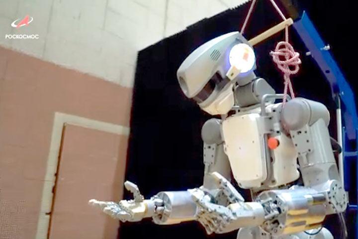 """Стыковка """"Союза"""" с роботом Федором к МКС не удалась, о чем предупреждали США. Кораблю грозит затопление"""