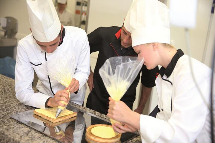 В Хакасии молодежь выбирает профессии пекаря и педагога