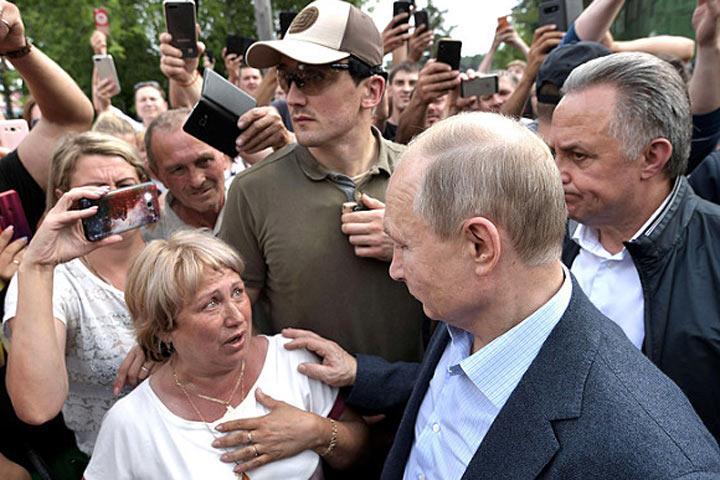Путин и народ: год непонимания