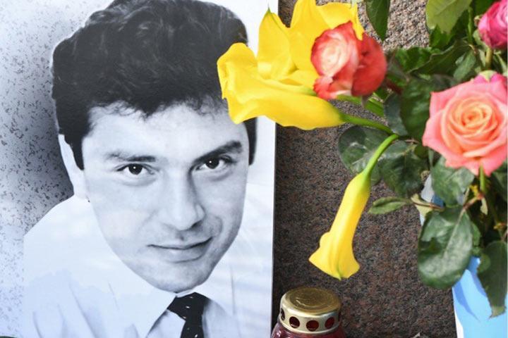 Жителей подмосковного поселка угрозами заставили отказаться от переименования улицы в честь Немцова