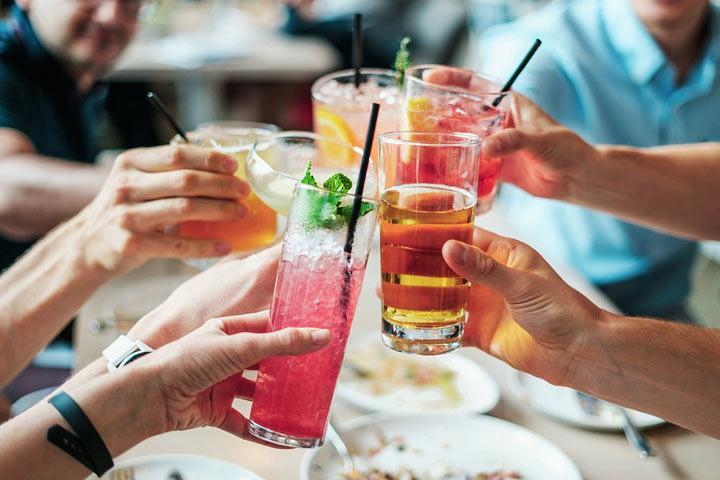 Минздрав разрешил россиянам выпивать пять дней в неделю