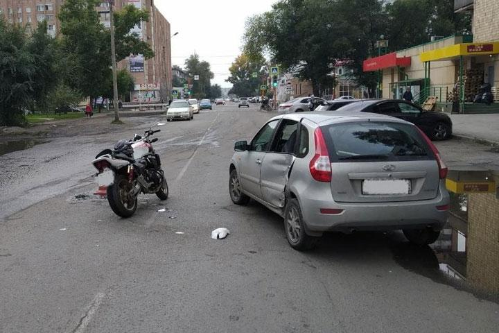 В Абакане с переломами госпитализирован мотоциклист