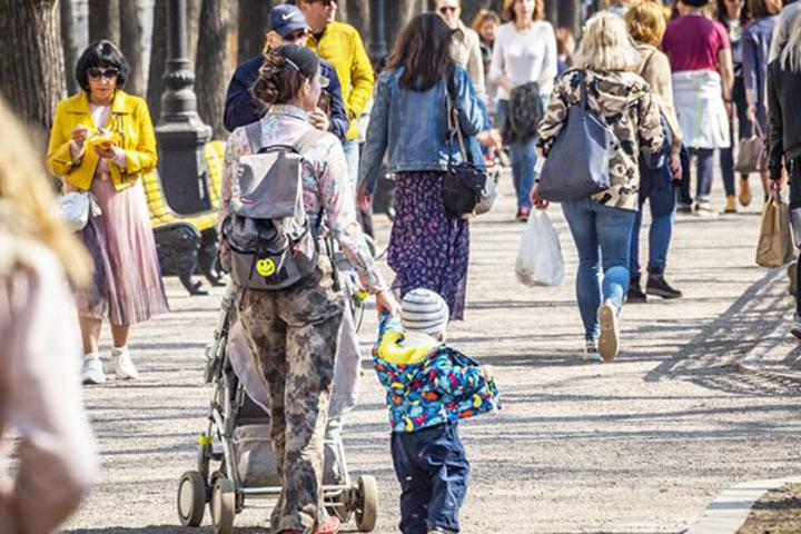 Реформы Кремля отменили в России многодетные семьи и счастливое детство