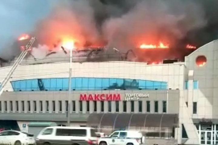 Во Владивостоке выгорел один из крупнейших торговых центров