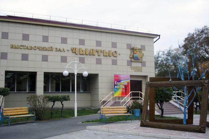 В Хакасии к юбилею художников подготовили выставку