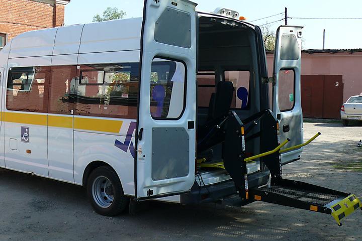 В трех городах Хакасии заработало социальное такси