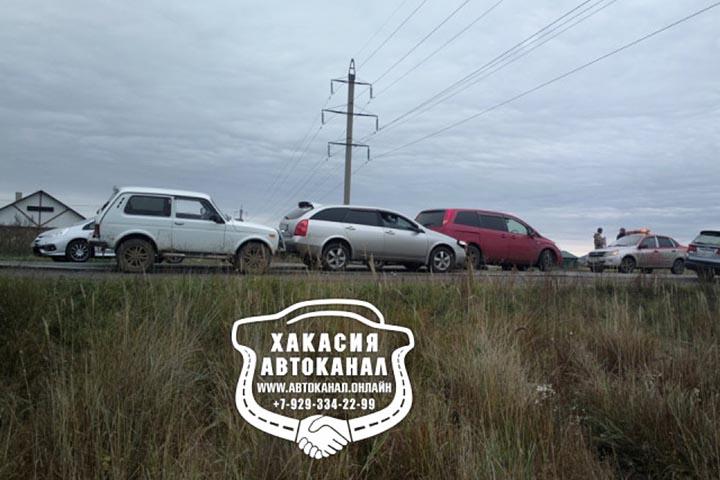 На трассе в Хакасии произошло ДТП с участием нескольких автомобилей