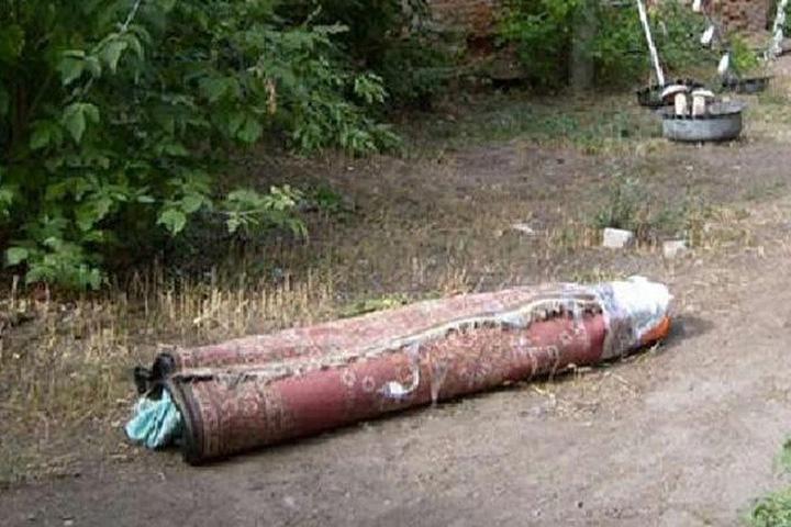 Житель Хакасии убил товарища и завернул его труп в ковер