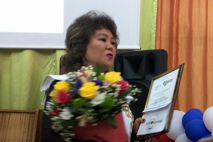 Лучший учитель хакасского языка Абакана удостоен премии фонда «Благодарение»