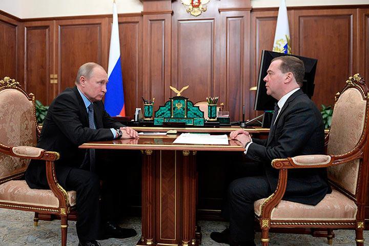 """Андрей Нечаев: """"Медведев обходится нам заметно дешевле Путина"""""""