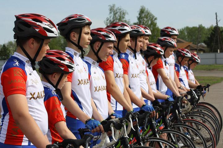 Велосипедисты из Хакасии пытаются победить в Иркутской области