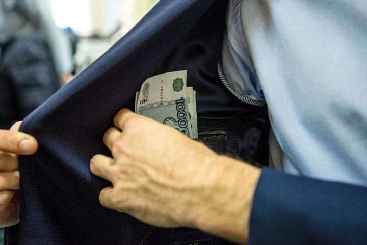 Федеральный чиновник алкорегулирования попался в Хакасии на взятке