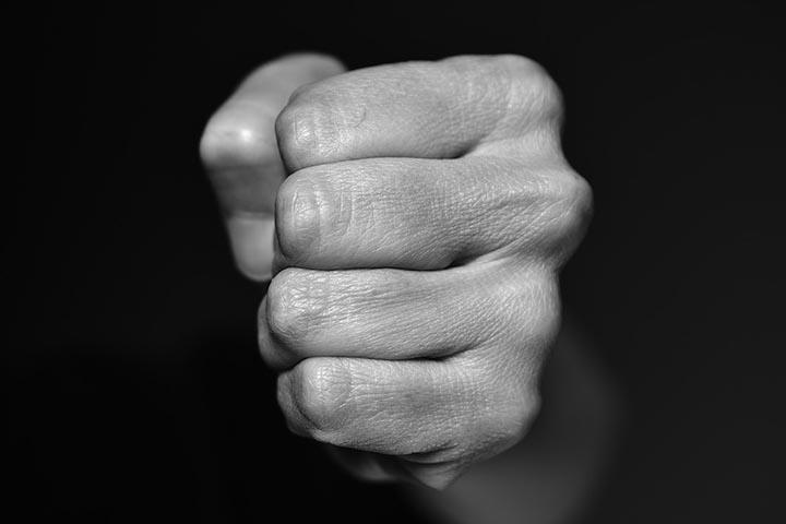 Житель Хакасии избил свою знакомую из-за ревнивой супруги