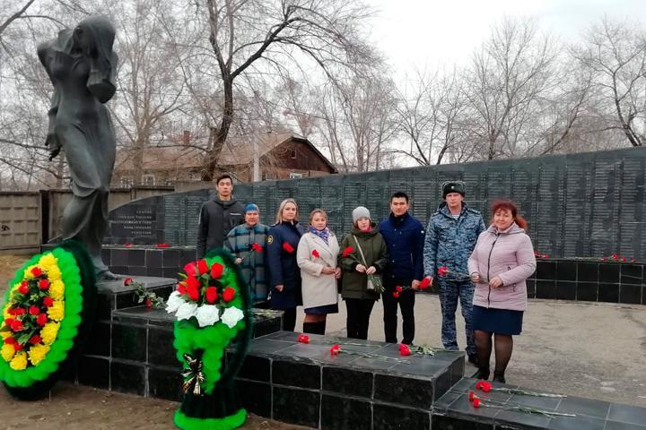 Сотрудники УФСИН по Хакасии почтили память жертв политических репрессий