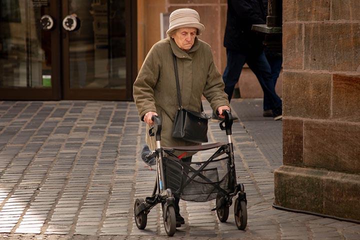 Женщин начали готовить к еще одному повышению пенсионного возраста