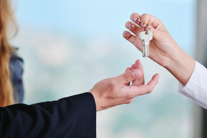 Стала угрожать и драться: чем закончился отказ от аренды квартиры в Абакане