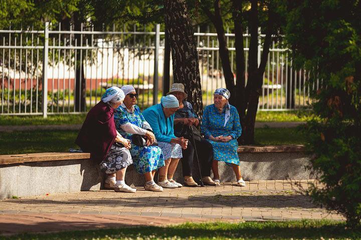 Год назад Путин подписал закон, повышающий пенсионный возраст. Чего правительство добилось?