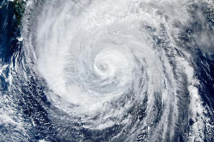 В Японии объявлен максимальный уровень опасности из-за мощнейшего за 60 лет тайфуна, уже есть жертвы