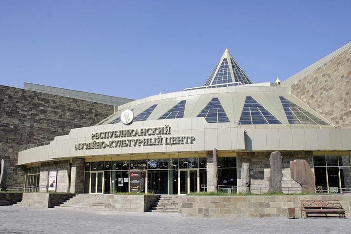 """За выставку """"Природа и Этнос"""" с главного музея Хакасии требуют 2,3 миллиона"""