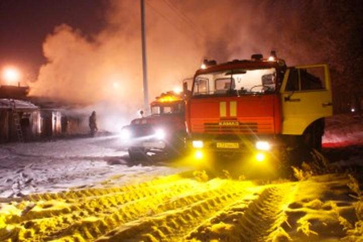Подробности пожара на Центральном рынке Абакана: горел продуктовый павильон