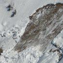 В Приисковом под снежной лавиной оказался человек