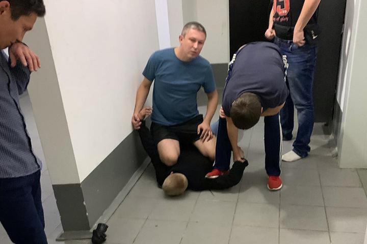 В Хакасии блогер поймал грабителя, проникнувшего к нему в квартиру