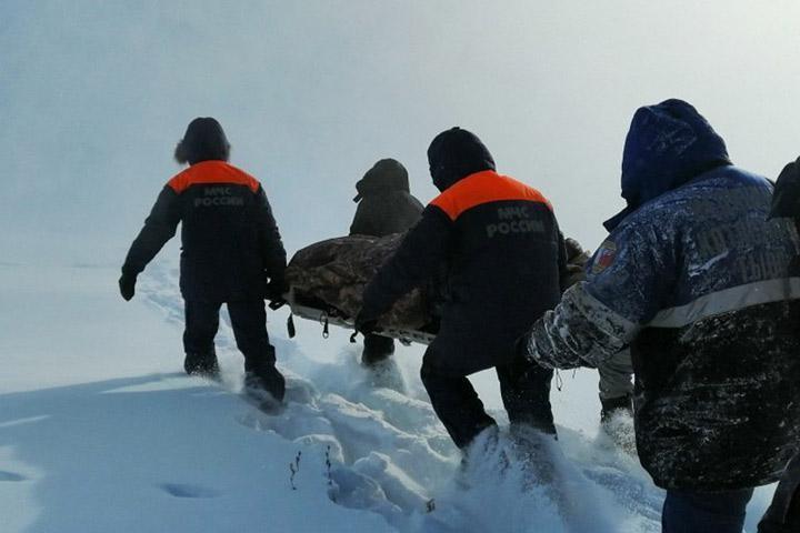 В Туве сотрудники МЧС спасли от смерти замерзающего в тайге