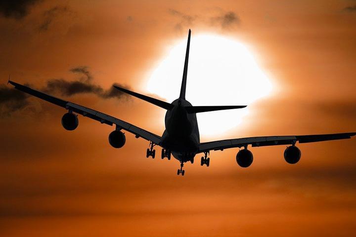 Летевший в Хакасию Boeing отправили на запасной аэродром