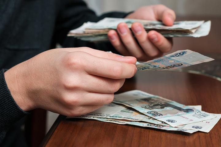 Россиян оставят с «деревянным»: переводить в валюту нечего и некуда
