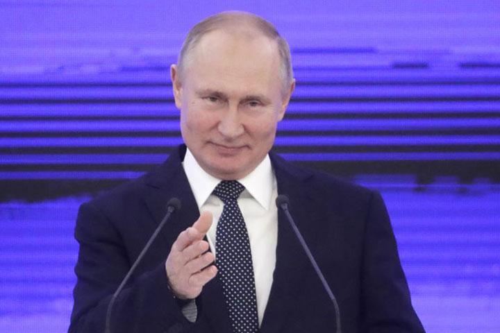 """В Москве за баннер """"Путин похоронил Конституцию"""" задержаны несколько человек"""